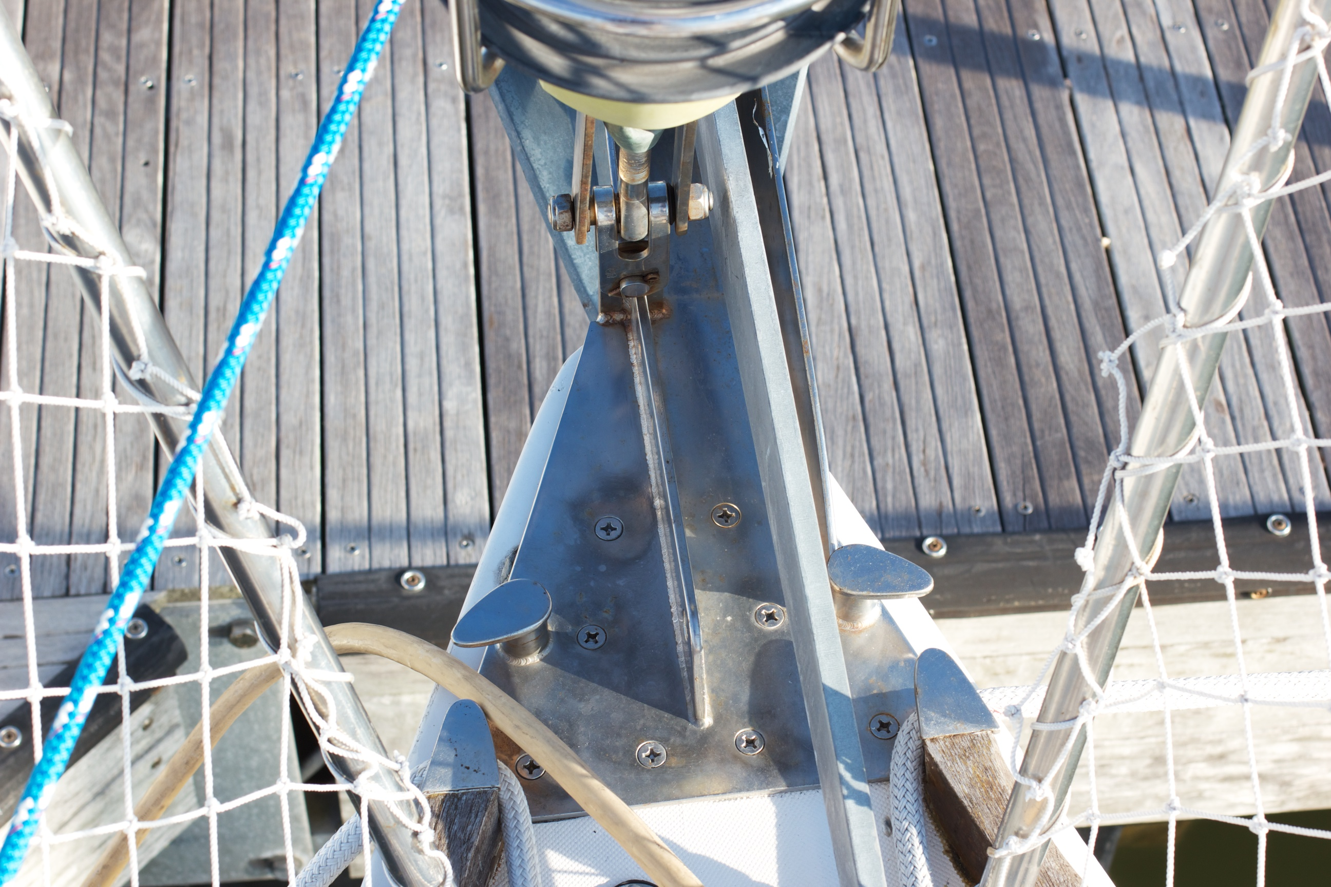 forestay-chain-plate-bow-roller
