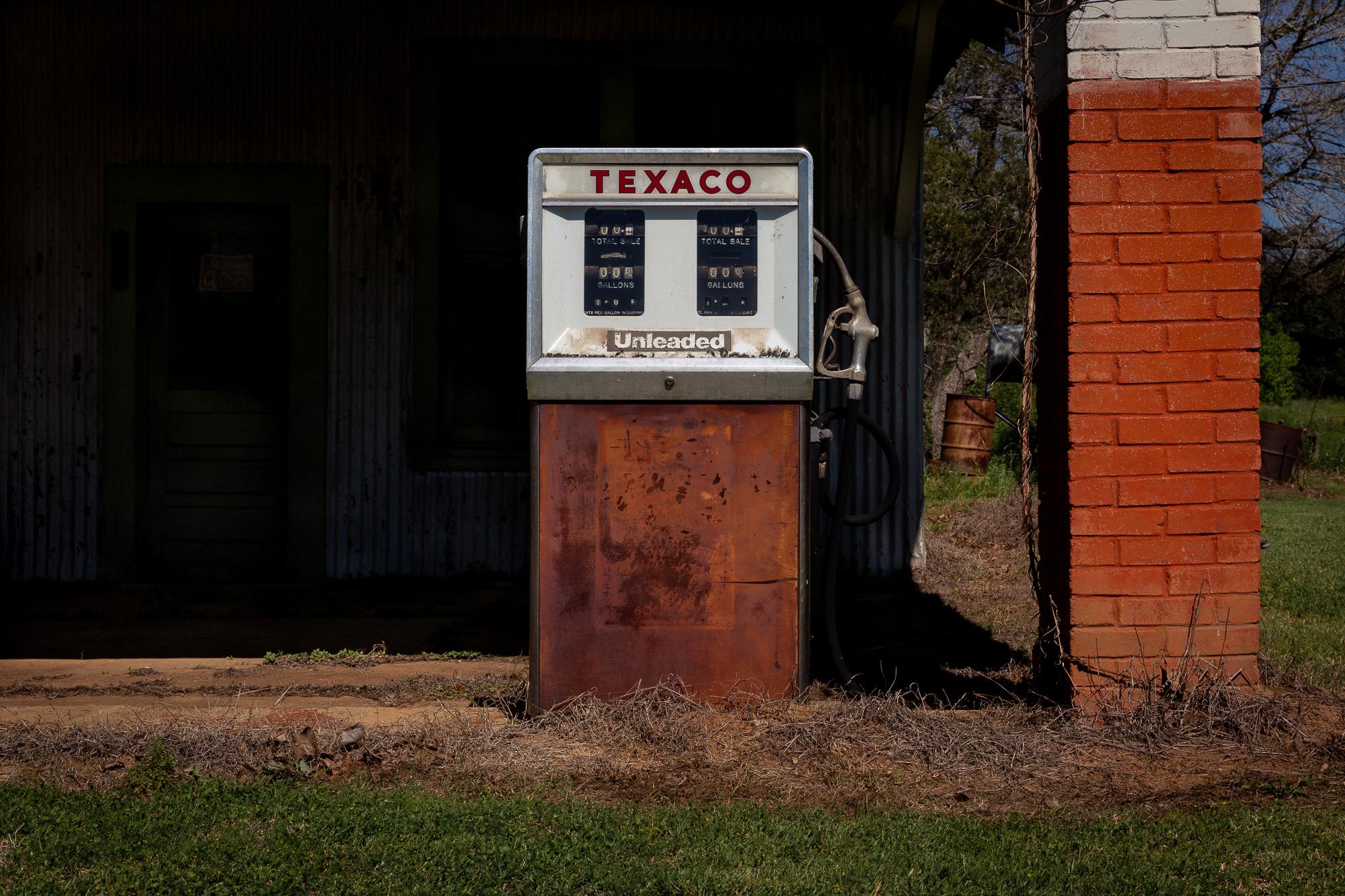 An old Texaco gas pump in Leona, TX